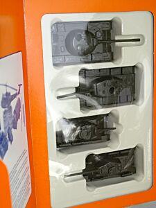 4 Sowjetische Tanks